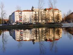 Charlottenburg gespiegelt ...im Wasser der Spree