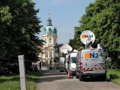 Kameras vor dem Schloß Charlottenburg