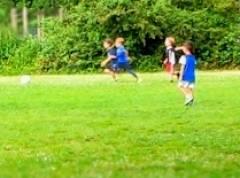 Kids beim Fußballspiel auf dem Klausenerplatz
