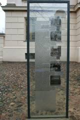 Infotafel zur früheren  Führerschule der Sicherheitspolizei vor dem Stülerbau in der Schloßstraße