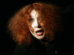 """Janina Szenrek in der Inszenierung """"Eine Frau brütet"""" / Foto © Frank Wecker"""