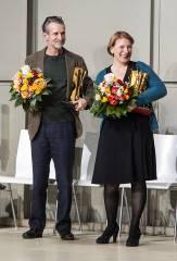 """Dagmar Manzel und Ulrich Matthes mit dem """"Goldenen Vorhang"""" / Foto © Frank Wecker"""