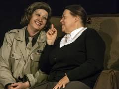 "Ilka Sehnert und Marion A. Becker in ""Marlene 1945"" im Theater O-TonArt / Foto © Frank Wecker"