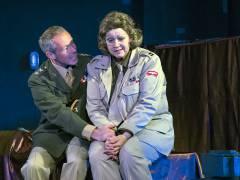 "Ilka Sehnert und Volker Figge in ""Marlene 1945"" im Theater O-TonArt / Foto © Frank Wecker"