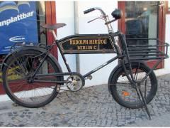 Historisches Lastenfahrrad in der Kaiser-Friedrich-Straße
