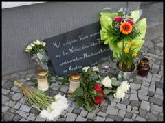 Angehörige, Freunde und Nachbarn trauerten im März 2012 um einen Anwohner vom Klausenerplatz