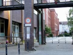 Schulgelände in der Nehringstraße im Klausenerplatz-Kiez in Berlin-Charlottenburg