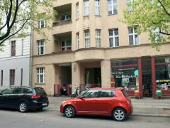 Der Zugang von der Wundtstraße ist links zu erkennen