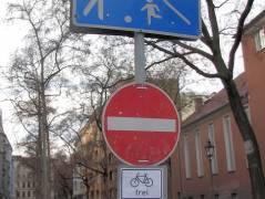 Verkehrssperrungen im Kiez am Klausenerplatz zum Weihnachtsmarkt vor dem Schloss  Charlottenburg