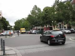 Verkehrszählung in der Knobelsdorffstraße - 2 Autos und 2 Fahrräder