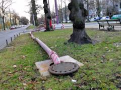 Rohre für eine geplante Grundwasserabsenkung an der Schloßstraße