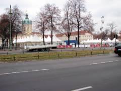 Aufbau des Weihnachtsmarkts vor dem Schloß Charlottenburg