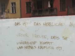 Weisheiten über Freude an der Hauswand (in der Seelingstraße)