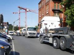 Neubau des Abwasserpumpwerks Charlottenburg - Betonmischer rollen an