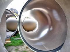 Neubau des Abwasserpumpwerks Charlottenburg - Rohre mit einem Durchmesser von 2,40 Metern für den erweiterten Abwasserkanal liegen zur Verlegung bereit