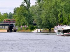 Spree und Bahnbrücke (Tegeler Weg) in Charlottenburg