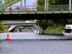 Spree und Schloßbrücke, dahinter Caprivibrücke in Charlottenburg