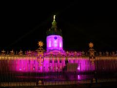 Illuminiertes Schloß zum Weihnachtsmarkt