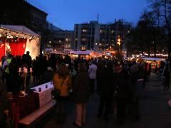 Kunst- und Sozial-Weihnachtsmarkt auf dem Klausenerplatz