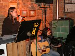 Kinder Open Stage im Eiscafé Fedora. Keine Bange vor dem ersten Auftritt - Gesangsunterstützung gibt es immer auf Wunsch .....