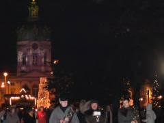 Nikolausumzug vom Weihnachtsmarkt vor dem Schloß Charlottenburg auf der Schloßstraße