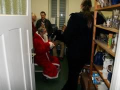 Weihnachtsfest im Mieterclub - Küche (mit Weihnachtsmann) voll, wie immer