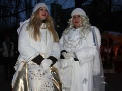 Kunst- und Sozial-Weihnachtsmarkt auf dem Klausenerplatz - nur echte Engel  bringen  Gutes