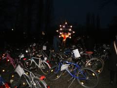 Kunst- und Sozial-Weihnachtsmarkt auf dem Klausenerplatz - umfangreiches Fahrrad-Angebot