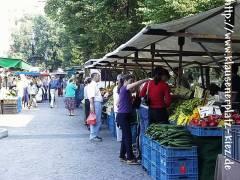 Wochenmarkt auf dem Klausenerplatz 2002