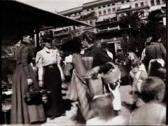"""Foto von Heinrich Zille """"Charlottenburg – Markt auf dem Friedrich Karl-Platz"""" um 1900 / Bildquelle www.zeno.org - Zenodot Verlagsgesellschaft mbH"""
