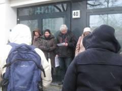 Enthüllung einer provisorischen Gedenktafel in der Wilhelmsaue 40